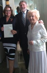 Grace McCarthy attends Beatrice Schreiber's
